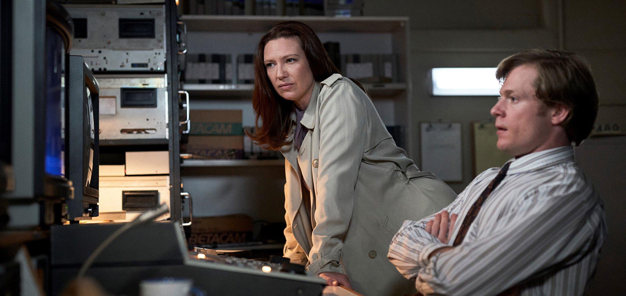 Anna Torv and Sam Reid in 'The Newsreader' (2021)