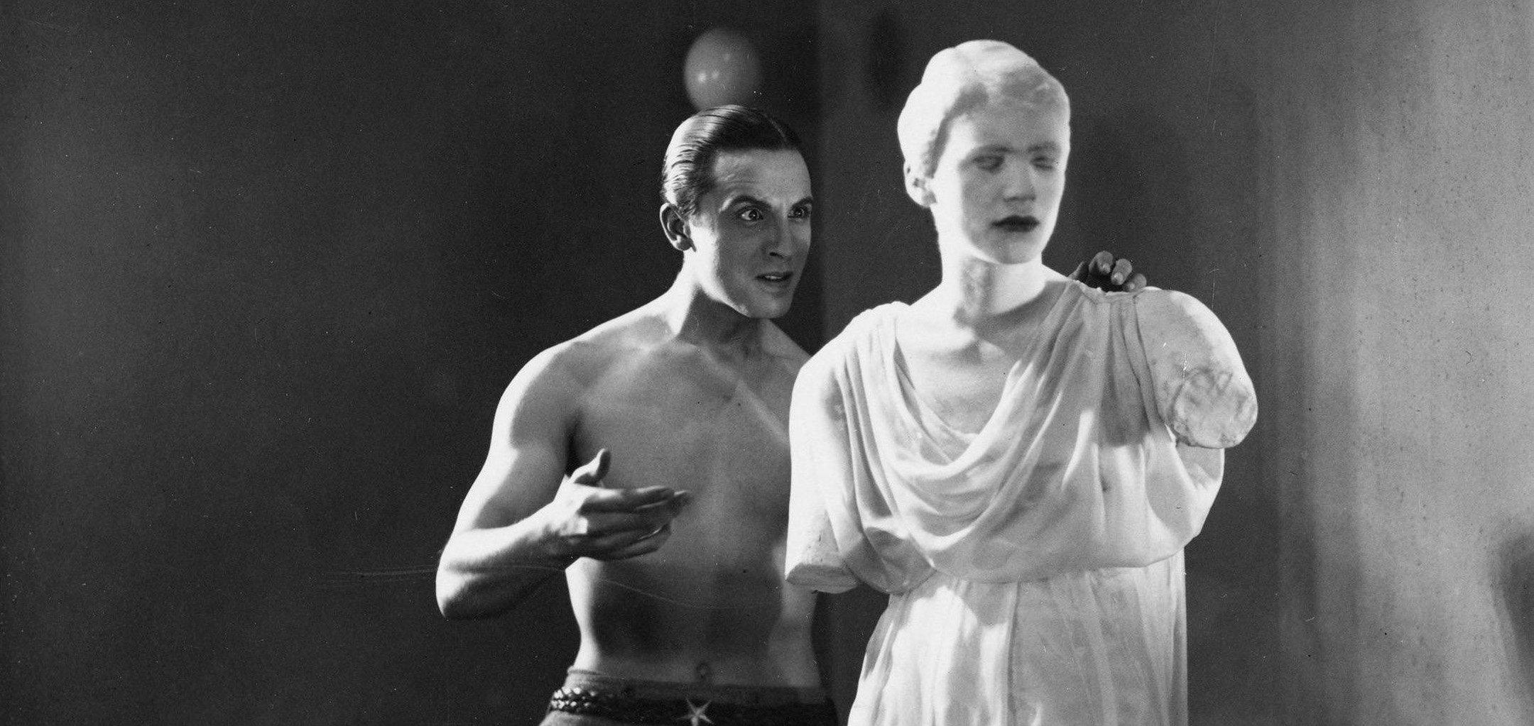 Enrique Rivero talks to a statue in a still from 'Le Sang D'un Poète' (1932)