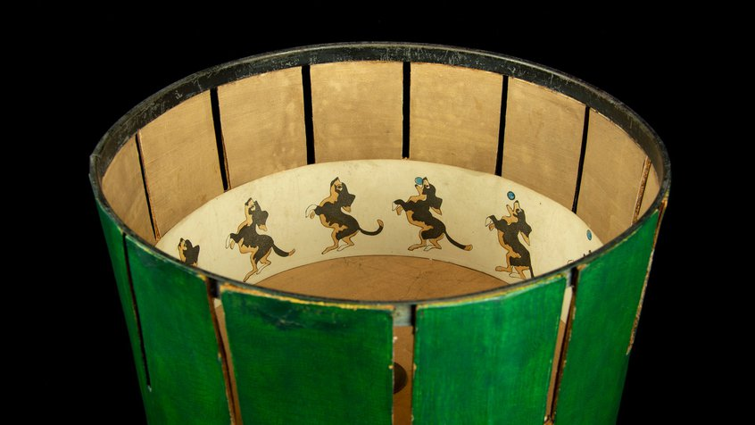 Green Zoetrope with an animation of a dog catching a ball in its mouth (photograph by Egmont Contreras)