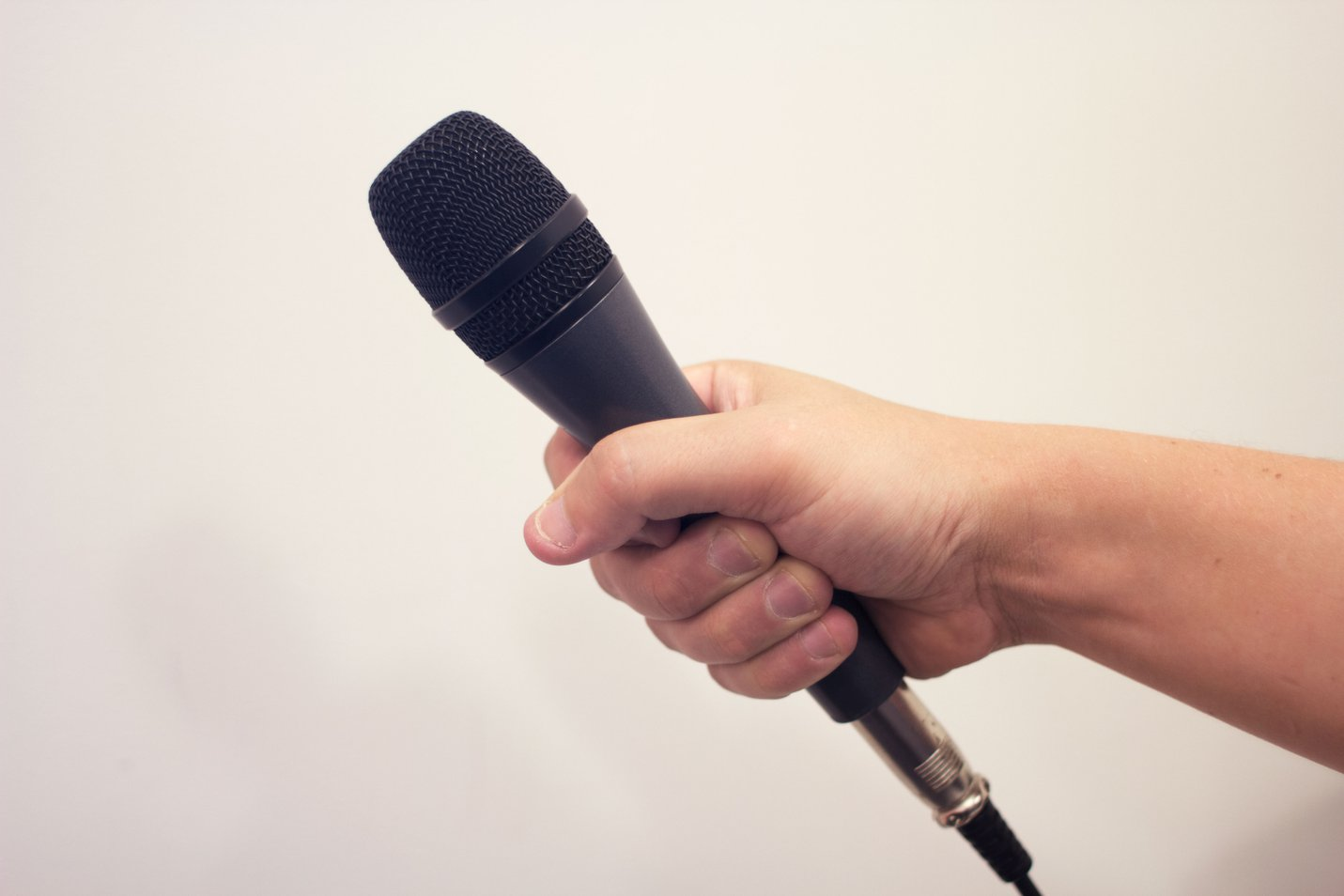 Hand held microphone