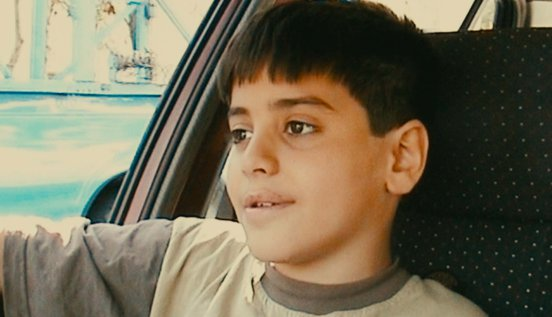 Kid in the back of a car in a still from 'Ten' (2002)