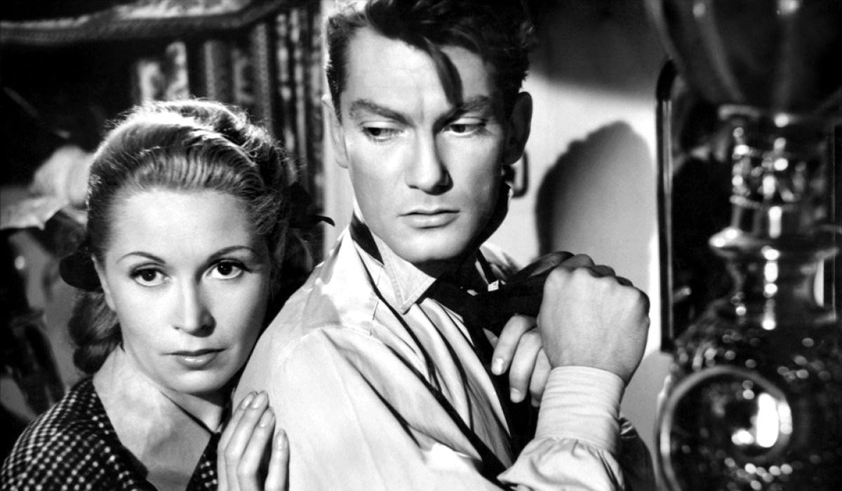 Josette Day and Jean Marais in a still from 'Les Parents Terribles' (1948)