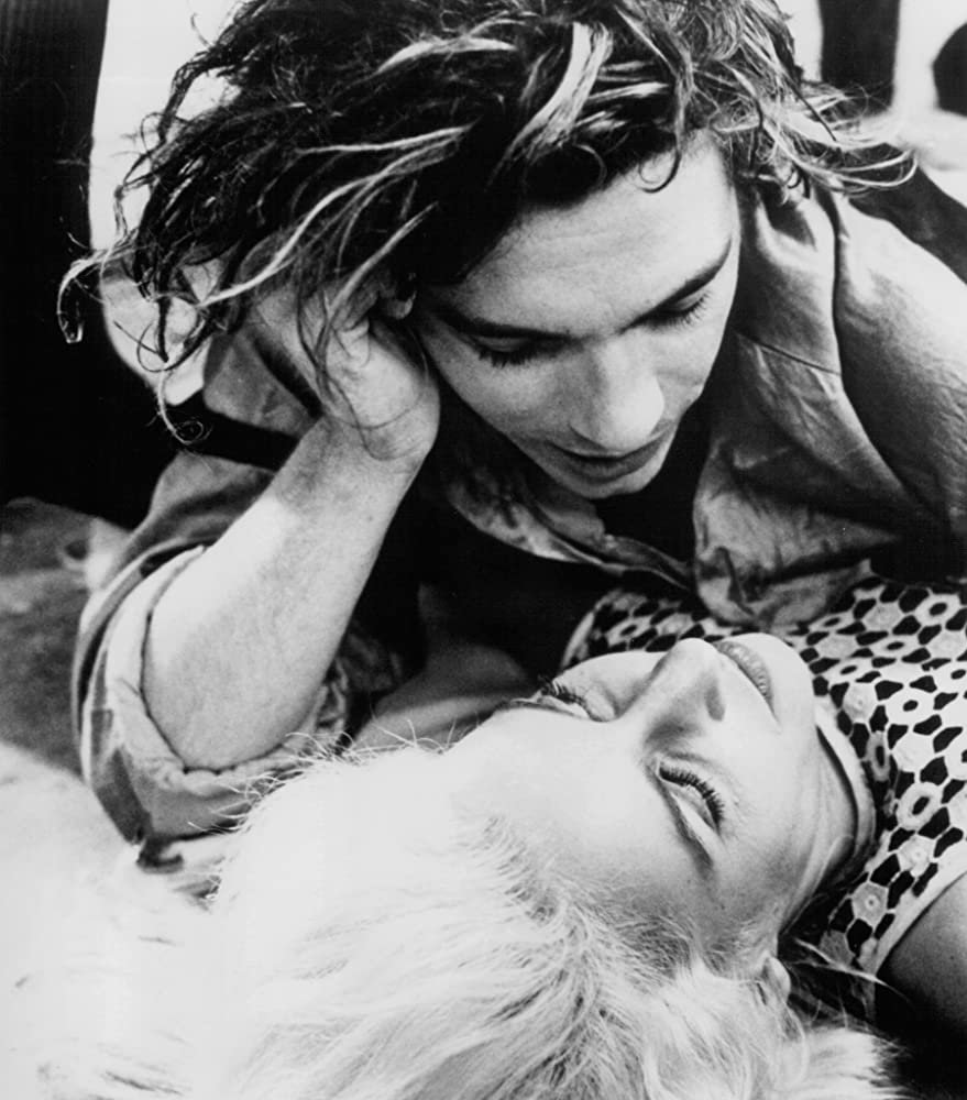 Michael Hutchence and Saskia Post in Dogs in Space (1986).jpg