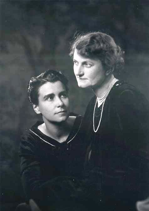 Miss_Dorothy_Arzner_and_Marion_Morgan,_1927.jpg