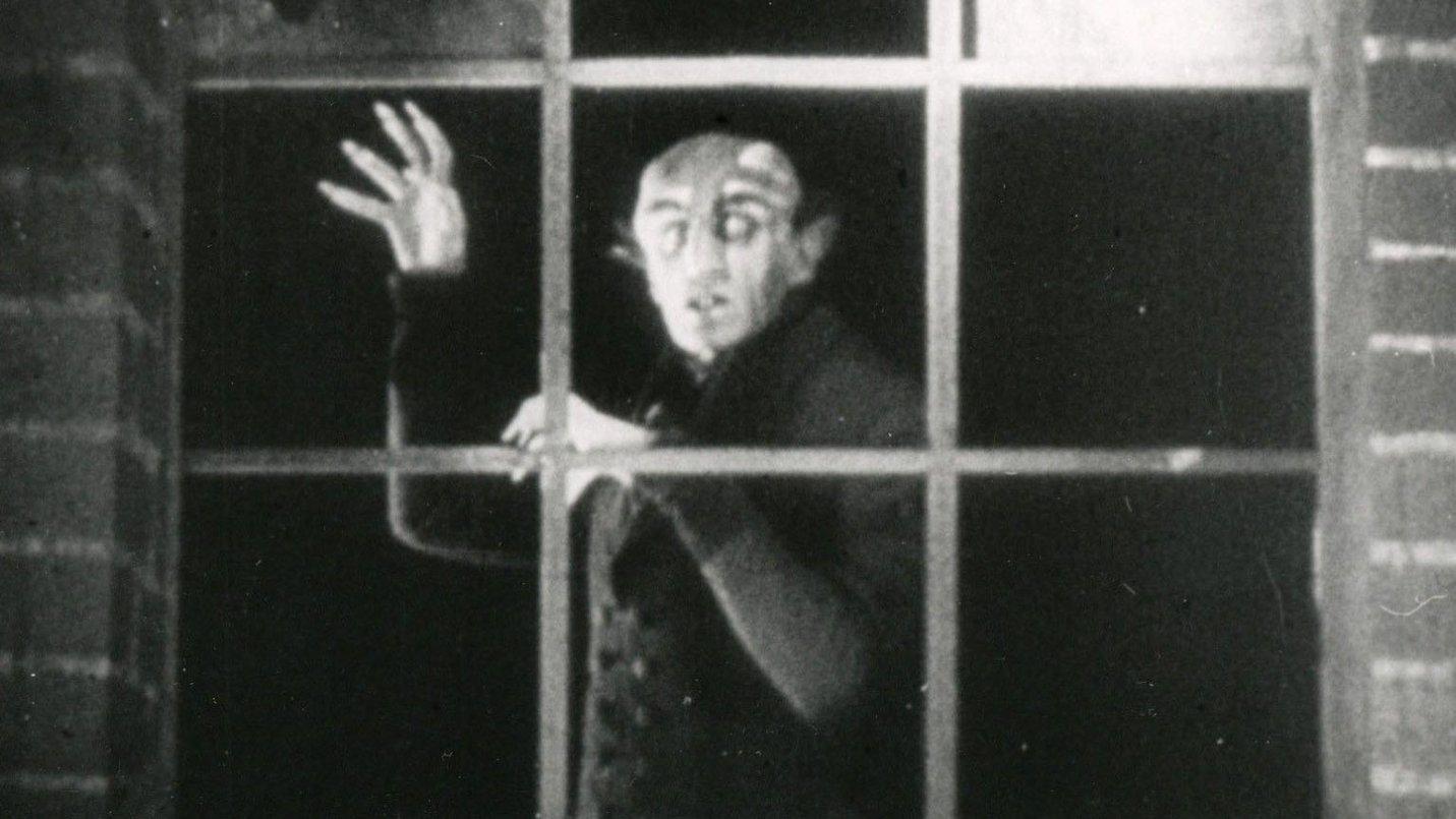 Nosferatu 1922 window scene.jpg