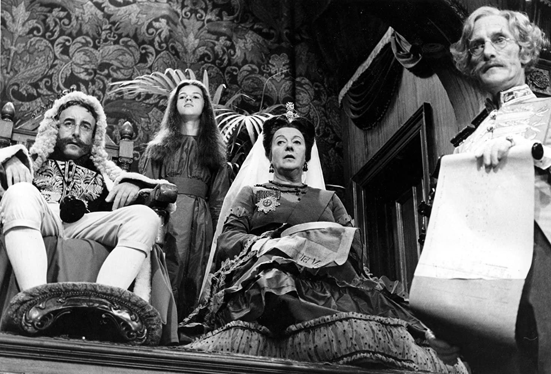 Peter Sellers, Wilfrid Brambell, Alison Leggatt, and Anne-Marie Mallik in Alice in Wonderland (1966)