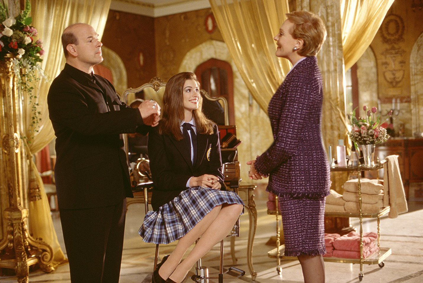 Larry Miller, Anne Hathaway and Dame Julie Andrews in The Princess Diaries