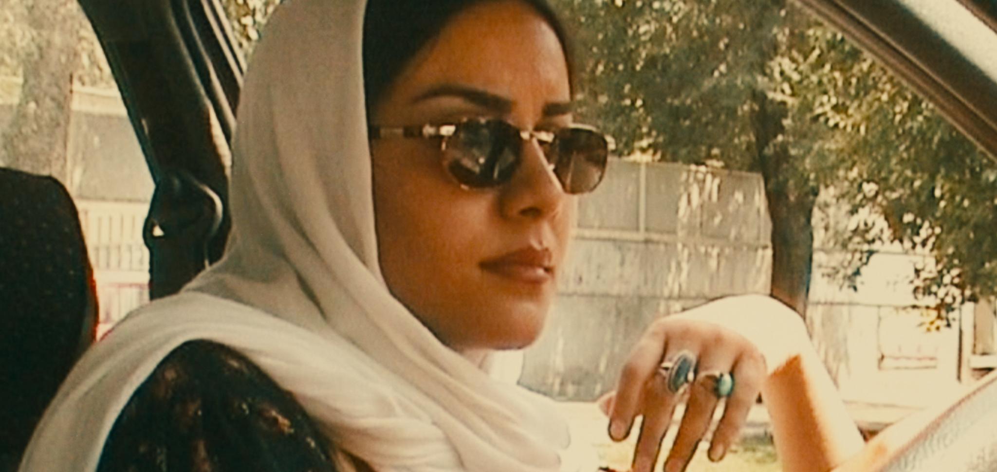 Mania Akbari driving around in a still from 'Ten' (2002)