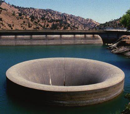 Water spout in dam - still from Sogobi (2002)