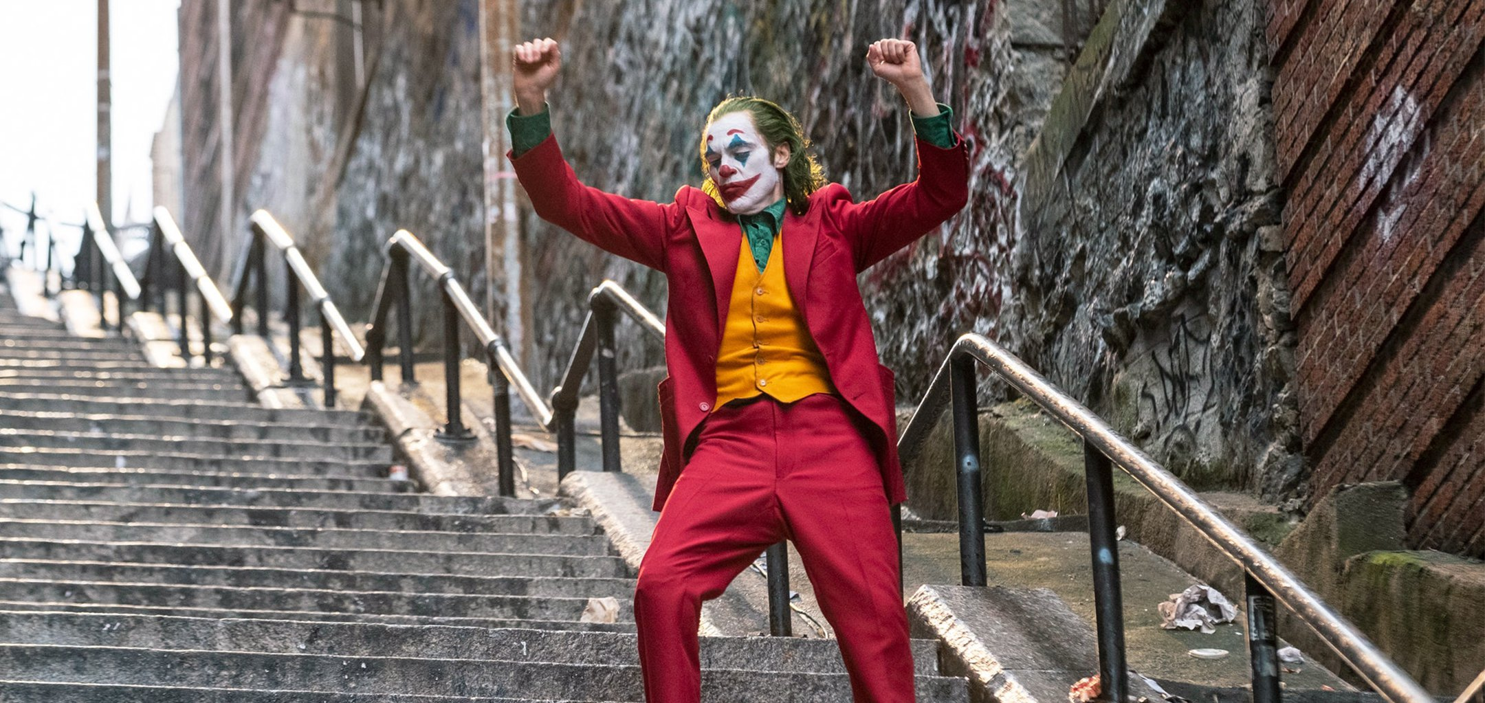 Joker (Joaquin Phoenix) dancing on the stairs