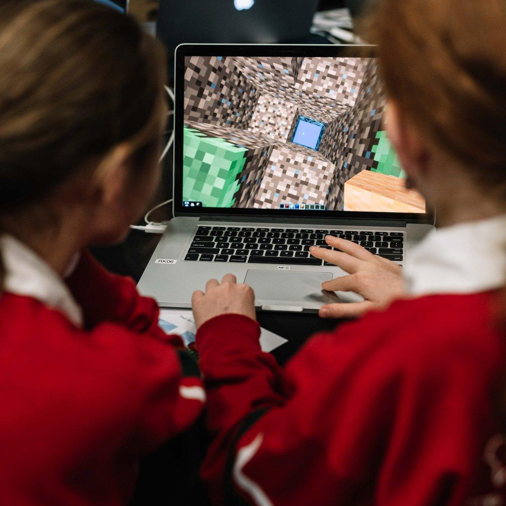 Minecraft students